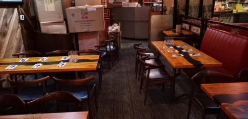restaurant-horn-chairs-table