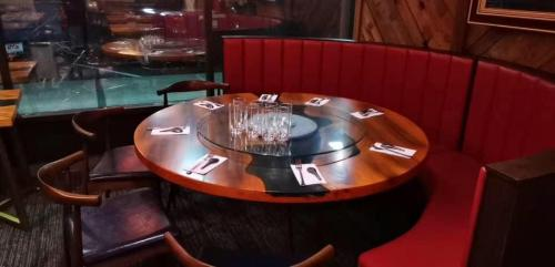 round-table-half-curved-sofa-booth
